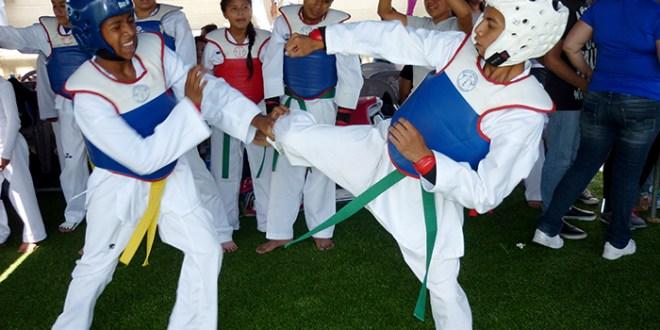 Fiesta de patadas en Ayutuxtepeque