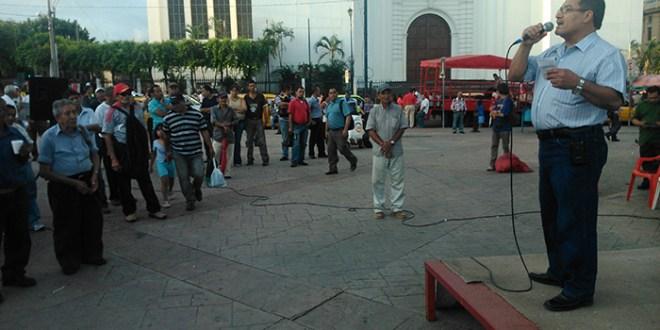 "FMLN considera que ""ARENA hace difícil gobernar"""