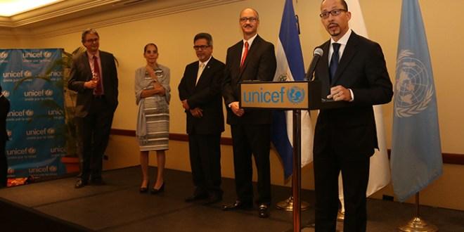 """""""Se deben consolidar los avances  en El Salvador"""" :  Gordon Jonathan Lewis"""