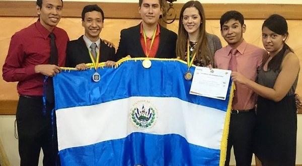 El Salvador gana oro en Olímpiadas de Física