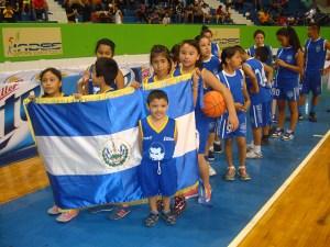 La Escuela de Baloncesto Don Bosco participó en el Festival Internacional de Minibaloncesto. Foto Diario Co Latino/ Rolando Alvarenga.