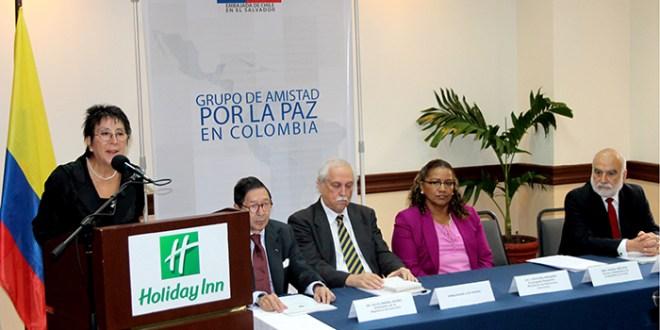 El Salvador conforma grupo de apoyo a la paz en Colombia