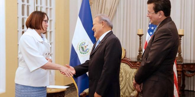 Presidente recibe  credenciales de la embajadora de Estados Unidos