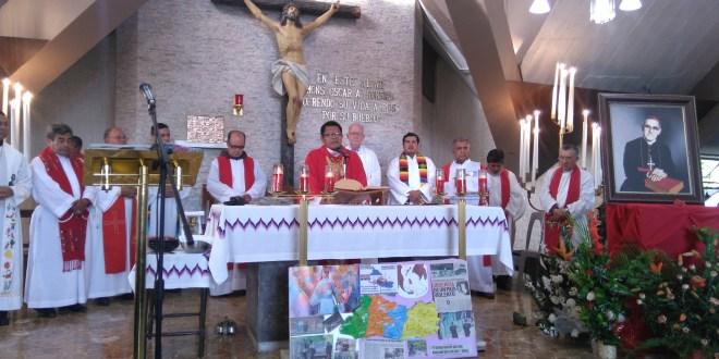 """""""Busquemos la luz en las palabras de Monseñor Romero"""": Padre Rogelio Poncel"""