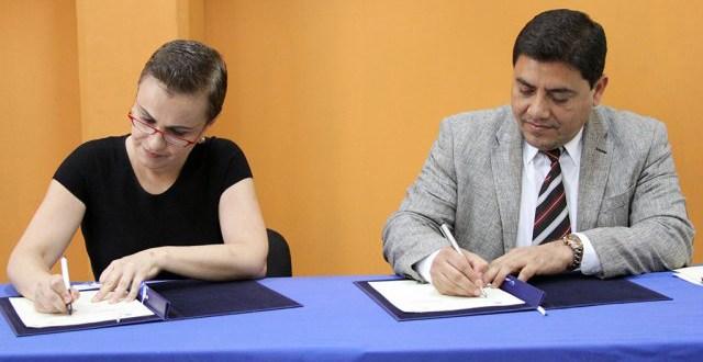 Firman convenio para mejorar condiciones  de salvadoreñas retornadas y extranjeras