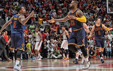 Thunder igualan serie ante Spurs y los Cavaliers cierran su pase