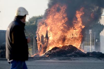 Conflicto social se endurece en Francia, riesgo de escasez de gasolina