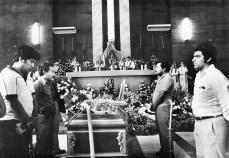 dirigencia-del-fdr-en-guardia-de-honor-ante-el-cuerpo-presente-de-monsen%cc%83or-romero-en-catedral-en-marzo-de-1980