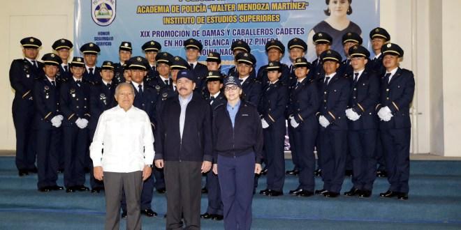 Sánchez Cerén invitado de honor  en graduación de PNC en Nicaragua