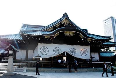 Ministra de Defensa japonesa visita polémico santuario de Yasukuni
