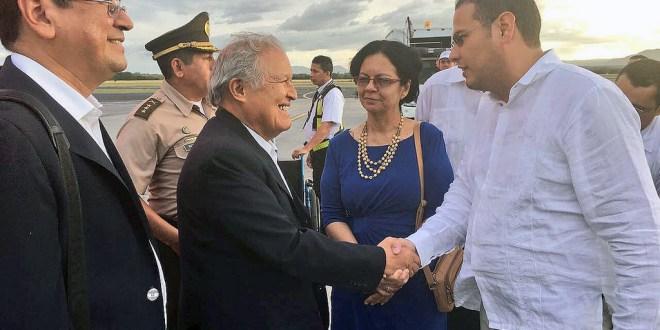 """""""Este pueblo se merece un líder como el presidente Daniel Ortega  y la Vicepresidenta Rosario"""", Salvador Sánchez Cerén"""