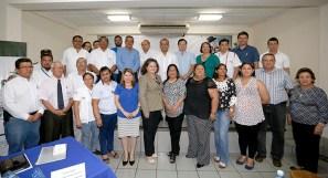 Asesores en el tema de seguridad del país y miembros del Consejo Municipal de prevención de la Violencia de Sonsonate, acompañan al vicepresidente Ortiz. Foto Diario Co Latino