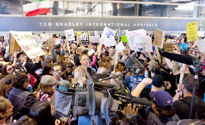 Condena mundial contra presidente Trump tras decreto que cierra las fronteras de los Estados Unidos