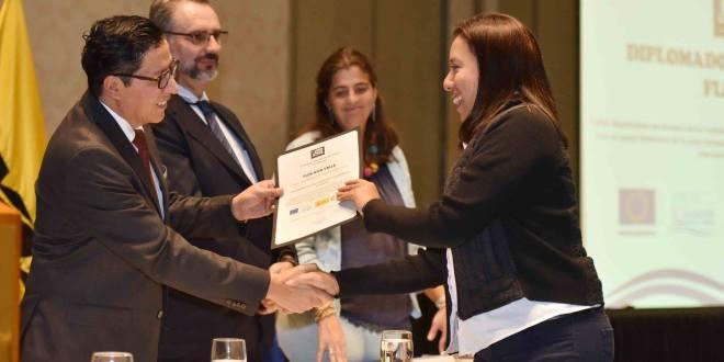 El MOP clausura diplomado en ingeniería de pavimentos flexibles