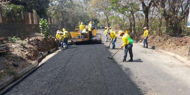 MOP inicia pavimentación de calle en Yucuaiquín, La Unión