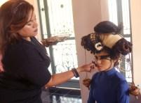 Sandra Jiménez, luce un bonito peinado representando la balanza de la justicia.