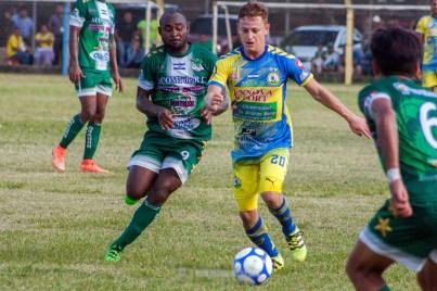La afición de FAS respondió en el Óscar Quiteño para apoyar a su equipo, que se quedó con la victoria. Foto Diario Co Latino/ David Martínez.