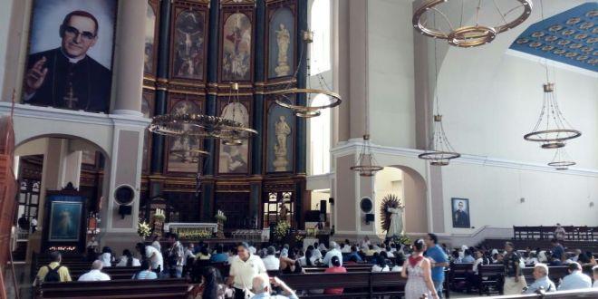 En Misa Crismal Arzobispo pide unirse en oración por canonización de Monseñor Romero