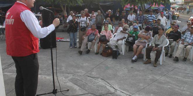 FMLN afirma que con impago se benefician financistas de ARENA
