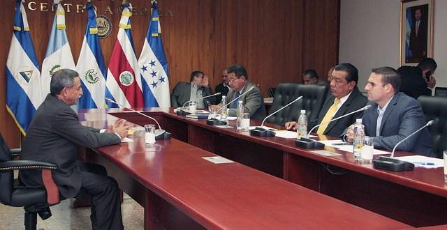 Diputados entrevistan a aspirantes  a presidencia del TEG