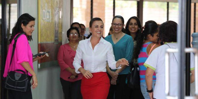 """Diputadas  del PARLACEN  visitan """"Ciudad Mujer"""""""