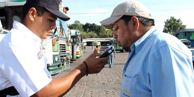 PNC aumentará controles vehiculares en carreteras del país