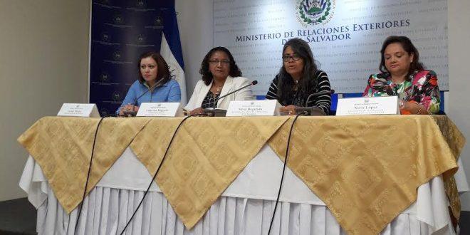 Gobierno lanza campamento para j venes salvadore os en el for Gobierno exterior