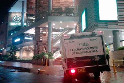 Atentado en centro comercial de Bogotá deja al menos tres muertos