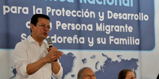 """""""A los salvadoreños en el exterior debemos garantizarles su protección"""": Sánchez Cerén"""