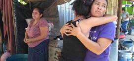 Inician con desalojo de familias en la comunidad El Espino