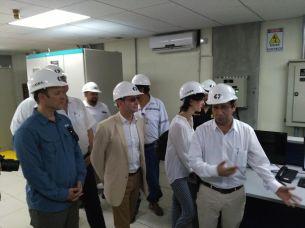 Cooperantes visitan el interior de la presa 5 de Noviembre. Foto Diario Co Latino/ Oscar López