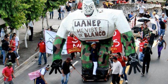 """Estrenan documental """"Legado de una Generación"""" en Universidad de El Salvador"""