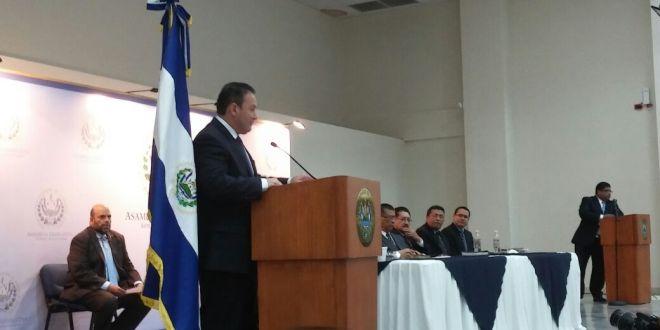 Asamblea lleva a cabo acto de oración por El Salvador