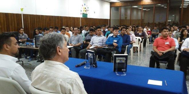 """Presentan """"Arqueología  de El Salvador"""" en BINAES"""