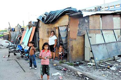 Seis de cada 10 niños sufren carencias en Argentina, según Universidad Católica