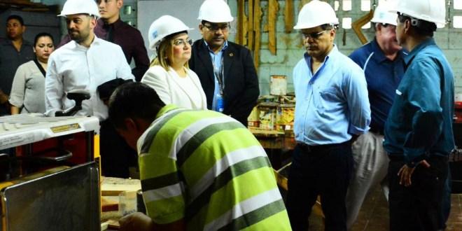 Vicepresidente verifica remodelación  en talleres en centro de inserción de jóvenes