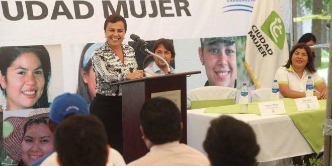 SIS promueve derecho  de mujeres salvadoreñas
