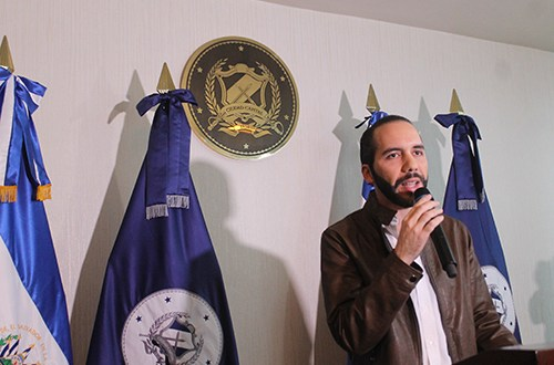Nayib Bukele se defiende por señalamientos de agredir a síndica municipal