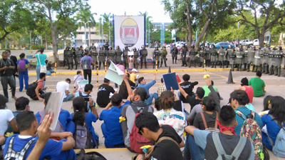 Policía desaloja estudiantes que ocupaban sede de Universidad de Honduras