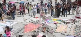 Entre homenajes y sepelios, México llora a sus muertos por el sismo