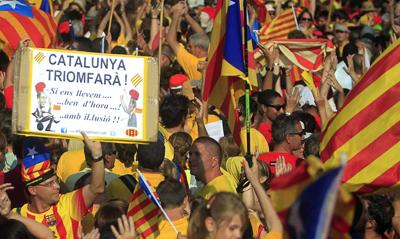 """Tribunal Constitucional suspende la """"ley de desconexión"""" catalana"""