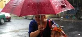 lluvias de últimas 24 horas provocan desprendimientos de tierra y obstrucción en carreteras