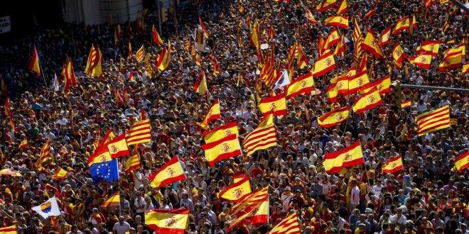 Miles marchan en Barcelona por la unidad de España