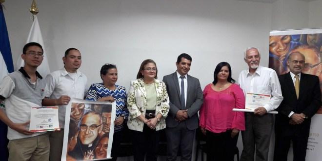 Participantes reciben Premio Iberoamericano