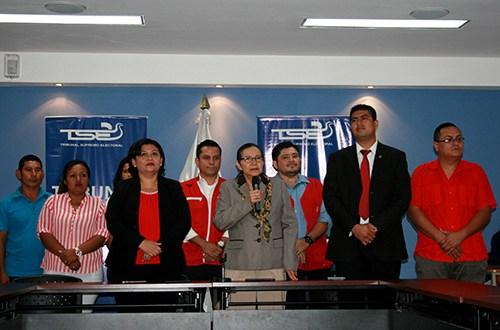 FMLN presenta planillas de candidatos a diputados