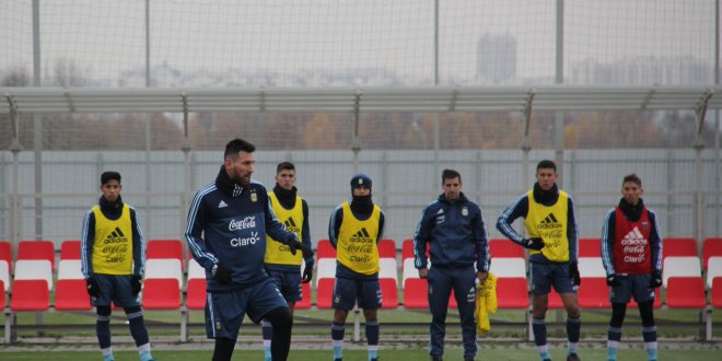 Messi entrena con Argentina en Rusia e ilusiona con el Mundial