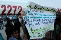 Algunos asistentes mostraron su repudio a la visita de Bukele. Foto Diario Co Latino/ David Martínez.