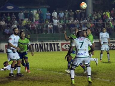 Sonsonate empató 1-1 con Santa Tecla en el estadio Ana Mercedes Campos. / Foto Diario Co Latino/Juan Carlos Hernández
