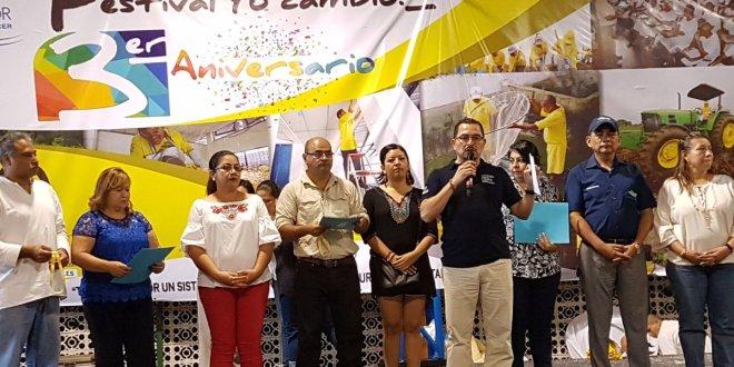 El presidente de la República, Salvador Sánchez Cerén, recibe el Informe de la ejecución del Plan El Salvador Seguro, implementado en 26 municipios priorizados en su Primera y Segunda Fase. El documento fue entregado por representantes del Consejo Nacional de Seguridad Ciudadana y Convivencia.