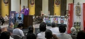 Feligresía recuerdan a víctimas de la masacre El Mozote
